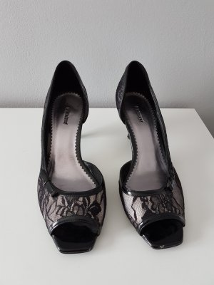Peeptoe Pumps in Spitzenoptik