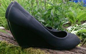 Peeptoe pumps keilabsatz schwarz