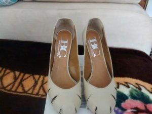 BC Peep Toe Pumps beige leather