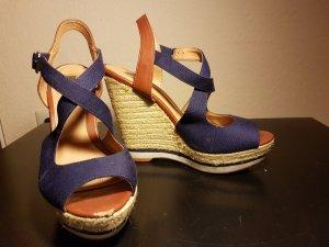 Peeptoe Sandalen mit Keilabsatz im Navylook
