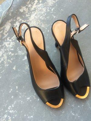 Peeptoes in schwarz-gold