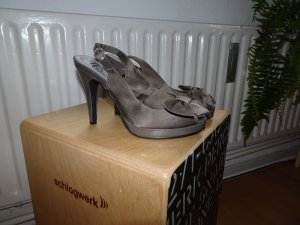 Peeptoes in taupe mit Schleife