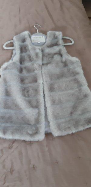 100 Veste en fausse fourrure gris