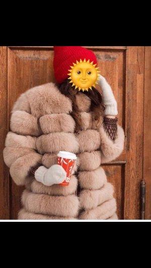 Abrigo de piel beige