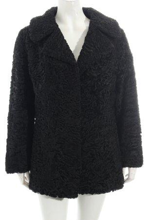 Pelzjacke schwarz extravaganter Stil