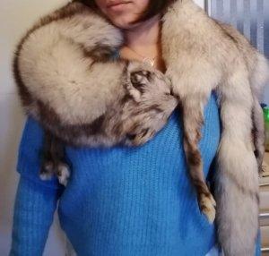 Écharpe argenté-gris clair fourrure