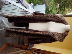 Pelzmantel im 50er Jahre Stil