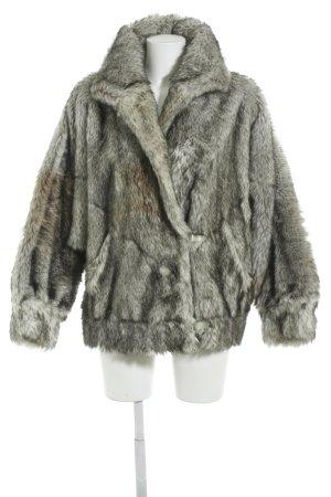 Pelzmantel mehrfarbig Street-Fashion-Look