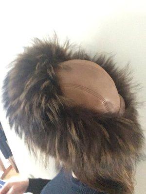 Chapeau en fourrure marron clair