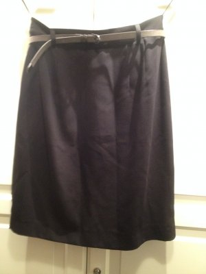 Pencil Skirt mit Ledergürtel