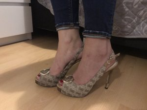 Pepe toes von Guess in 38
