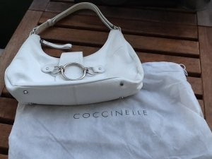 Perfekt für den Frühling und Sommer: Weiße Sattlebag von Coccinelle
