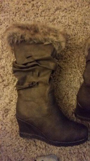 Perfekt für den Winter! Stiefel mit Keilabsatz