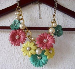 Perlen und Blumen-Statementkette, pastellfarben, gold