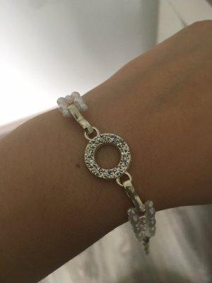 Brazalete de perlas color plata