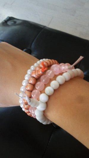 Perlenarmbänder mit Glasperlen