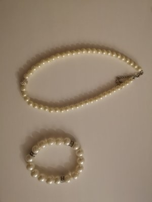 Perlenarmband mit Perlenkette