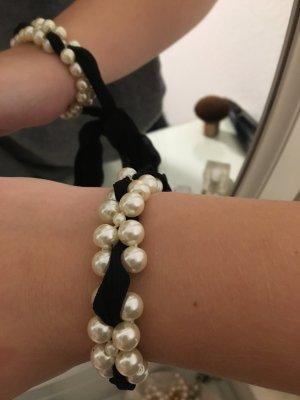 Perlenarmband mit Schleife