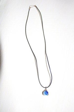 Collana di perle blu-nero