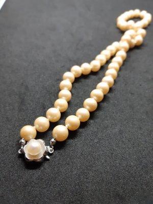 Collier de perles argenté-crème