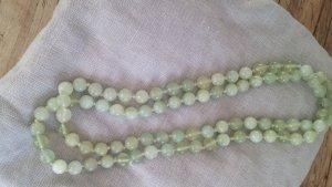 Perlenkette aus echten Steinen, helles grün