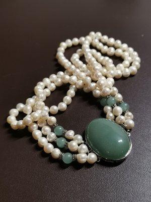 Collana di perle bianco sporco-verde bosco