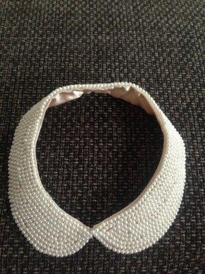 Perlenkette im bubikragen Design