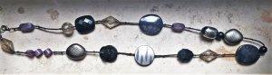 Perlenkette lila, silber, schwarz