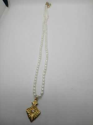 Perlenkette mit Anhänger