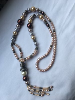 Collier de perles or rose
