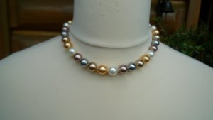 Collier de perles multicolore
