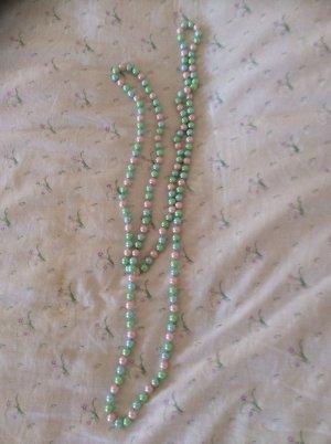 Perlenkette sehr lang