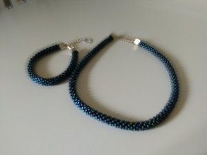 Perlenkette und Armband im Set