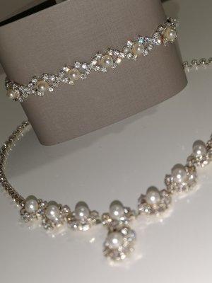 Perlenkette und Perlenarmschmuck