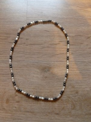 Collana di perle bianco sporco-talpa