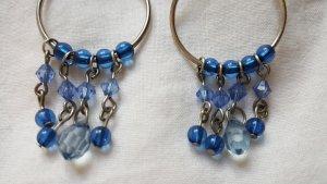 Perlenohrringe in blau