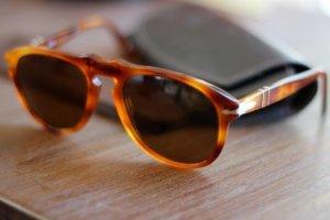 Persol Sonnenbrille in hellbraun mit außergewöhnlicher Form
