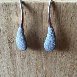 Pendant d'oreille gris clair argent