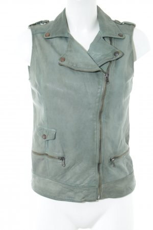 Petra R Leather Vest turquoise casual look