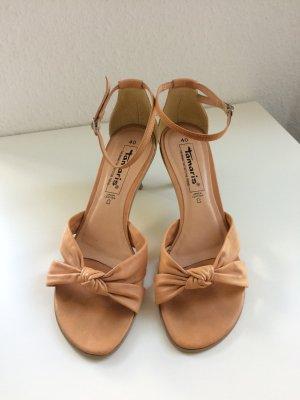 pfirsichfarbene Echtleder-Sandaletten mit Pfennigabsatz