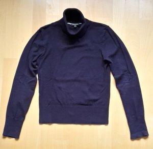 Pflaumefarbener kuscheliger Pullover mit Rollkragen