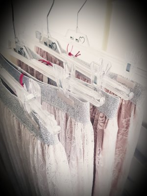Falda de encaje blanco puro-crema