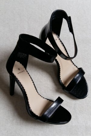 Pieces Strapped High-Heeled Sandals black