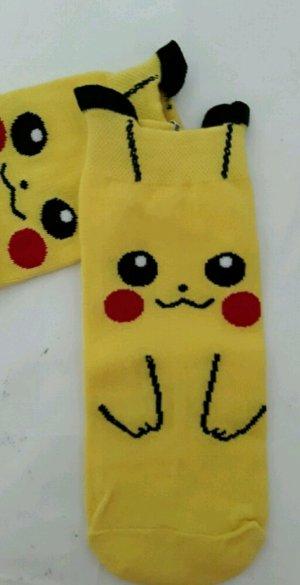 Pikachu Socken kawaii mit Öhrchen