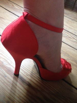 Pin Up Couture Red T-Starb Satin Pumps #Burlesque