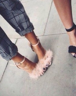 pin up peep-toe high heels mit Federn blogger boho fashionista