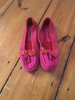 Pink-orangefarbene Mokassins