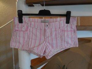 pink weiß gestreifte Hotpants mit rosa Knopf von Zara