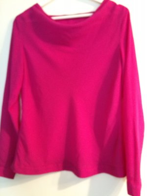 Pinke Bluse mit leichtem Wasserfall Ausschnitt