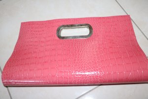 Pinke Clutch in Reptiloptik